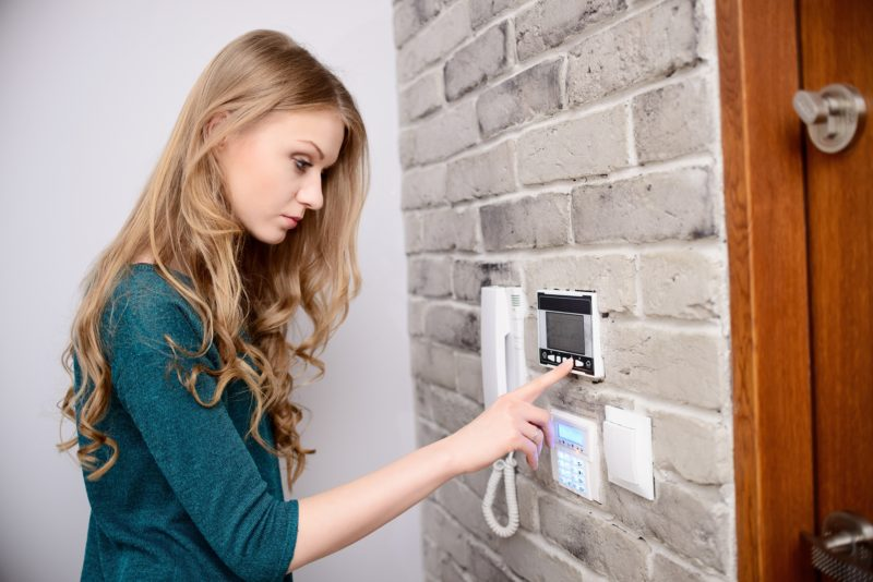 Choose a Programmable Thermostat for Superior Comfort
